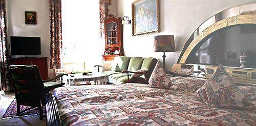 hotel pension fink hamburg. Black Bedroom Furniture Sets. Home Design Ideas